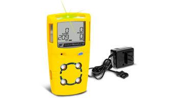Detector de gás MicroClip XL com fonte para carregamento de bateria.