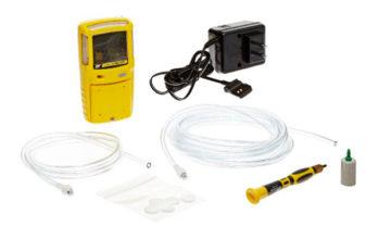 Kit detector de gás GasAlert Max XT II, com mangueira carregador e chave.