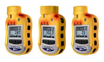 Linha de detectores de gás ToxiRAE Pro com alarme luminoso ativado.