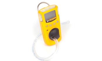 Detector de gás GasAlert Extreme com mangueira acoplada.