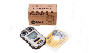 Detector de gás monogás ToxiRAE 3 na caixa.